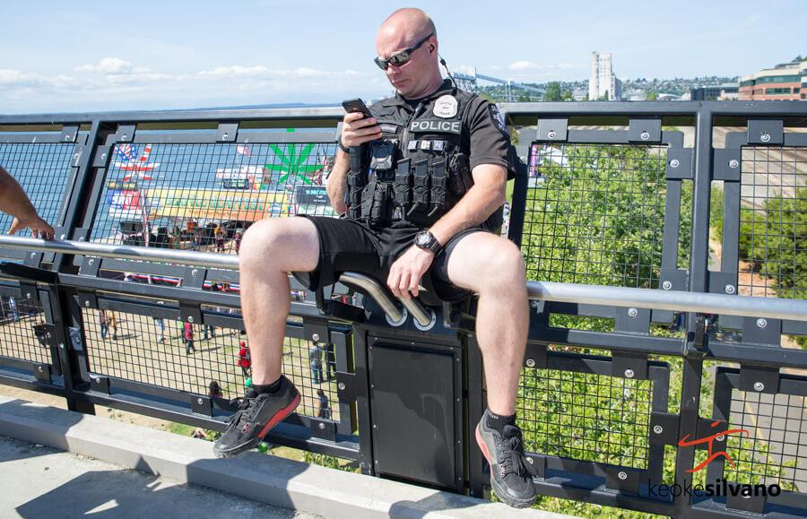 seattle cop seen working